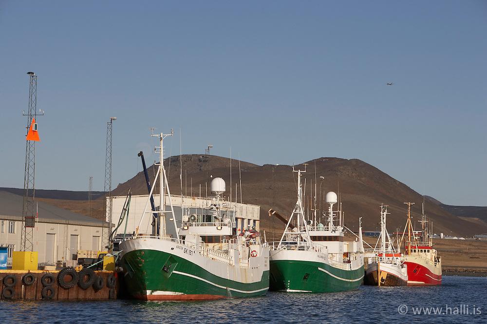 Skip við bryggju í Grindavíkurhöfn / Boats at Grindavik harbour