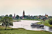 Nederland, the netherlands, zutphen, 6-8-2018Een binnenvaartschip vaart over de ijssel langs zutphen .Foto: Flip Franssen