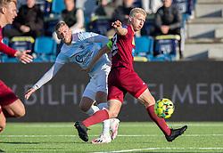 Teddy Bergqvist (FC Helsingør) kæmper med Emil Søgaard (Skive IK) under kampen i 1. Division mellem FC Helsingør og Skive IK den 18. oktober 2020 på Helsingør Stadion (Foto: Claus Birch).