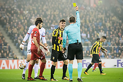 (L-R) Mason Mount of Vitesse, referee Yevhen Aranovskiy during the UEFA Europa League group K match between Vitesse Arnhem and sv Zulte Waregem at Gelredome on November 02, 2017 in Arnhem, The Netherlands