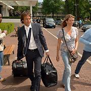 NLD/Amsterdam/20060606 - Vertrek Nederlands Elftal naar het WK 2006, John van 't Schip en partner Danielle Oonk