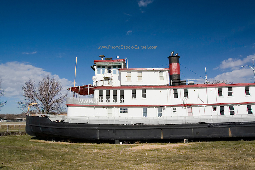 """Iowa USA, IA. Sioux City, The """"Sergeant Floyd"""" steamboat on the banks of the Missouri river. Now used as a welcome center to Iowa and a museum in Sioux City. Exterior of the grounded boat November 2006"""