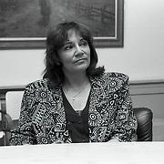 NLD/Blaricum/19900427 - Gerrit den Braber krijgt een KO in het gemeentehuis Blaricum, partner Therese Steinmetz