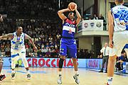 DESCRIZIONE : Campionato 2014/15 Dinamo Banco di Sardegna Sassari - Enel Brindisi<br /> GIOCATORE : Elston Turner<br /> CATEGORIA : Tiro Tre Punti<br /> SQUADRA : Enel Brindisi<br /> EVENTO : LegaBasket Serie A Beko 2014/2015<br /> GARA : Dinamo Banco di Sardegna Sassari - Enel Brindisi<br /> DATA : 27/10/2014<br /> SPORT : Pallacanestro <br /> AUTORE : Agenzia Ciamillo-Castoria / M.Turrini<br /> Galleria : LegaBasket Serie A Beko 2014/2015<br /> Fotonotizia : Campionato 2014/15 Dinamo Banco di Sardegna Sassari - Enel Brindisi<br /> Predefinita :