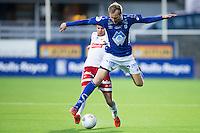 1. divisjon fotball 2015: Hødd - Fredrikstad. Fredrikstads Simen Rafn (bak) takler Joachim Magnussen i førstedivisjonskampen mellom Hødd og Fredrikstad på Høddvoll.