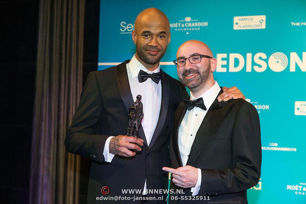 NLD/Amsterdam//20140331 - Uitreiking Edison Pop 2014, Mr. Probz en zijn award