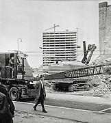 Hamngatan i centrala Stockholm i början på 1960-talet. I bakgrunden höghus vid Sergels torg.