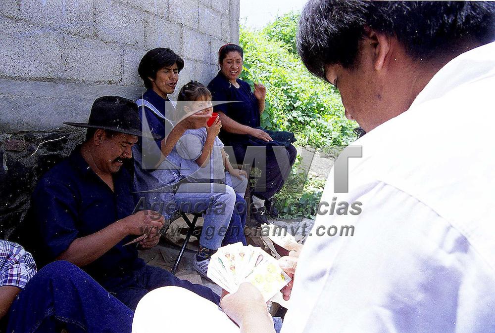 Toluca, Méx.- Hasta el azar es pretexto para una reunión familiar. Agencia MVT/ Mario B. Arciniega