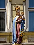 Figura Madonny z Dzieciątkiem, Stary Targ w Cieszynie, Polska<br /> Figure of Madonna with Child, Stary Targ in Cieszyn, Poland