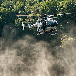 Entraînement en Seine du Peloton d'Intervention de l'escadron 13/1 du GBGM avec le concours d'un hélicoptère EC145 des Formations Aériennes Gendarmerie et de la vedette et des plongeurs de la Brigade Fluviale de Conflans.<br /> juillet 2012 / Conflans Sainte Honorine / Yvelines (78) / FRANCE<br /> Cliquez ci-dessous pour voir le reportage complet (25 photos) en accès réservé<br /> http://sandrachenugodefroy.photoshelter.com/gallery/2012-07-Entrainement-Peloton-dIntervention-en-Seine-Complet/G0000ATX5muGrsg8/C0000yuz5WpdBLSQ