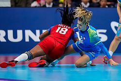 05-12-2019 JAP: Cuba - Slovenia, Kumamoto<br /> Fourth match groep A at 24th IHF Womenís Handball World Championship. Slovenia win 39 - 26 of Cuba / Nina Zabjek #9 of Slovenia, Lorena Aide Tellez Delgado #18 of Cuba