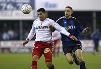 Fotball<br /> Belgia 2003/04<br /> Mouscron v Club Brugge<br /> 24. april 2004<br /> Foto: Digitalsport<br /> NORWAY ONLY<br /> Luigi Pieroni, Mouscron, og Timmy Simons. Brugge