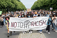 "04 JUL 2020, BERLIN/GERMANY:<br /> Demonstratinnen mit Transparent ""No to Racism"", Demonstration gegen Rassismus unter dem Motto ""Black Lives Matter"" auf der Strasse des 17. Juni<br /> IMAGE: 20200704-01-021<br /> KEYWORDS: Demonstraten, Demonstrant, Demonstratin, Demo, Protest, protester, Protesters, PoC"