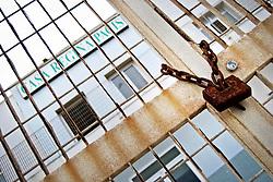 """Il cancello di ingresso dell'ex centro di permanenza temporanea """"Casa Regina Pacis"""" a San foca (LE) ormai in disuso. 21/02/2010 (PH Gabriele Spedicato)..I Centri di permanenza temporanea (CPT), ora denominati Centri di identificazione ed espulsione (CIE), sono strutture istituite in ottemperanza a quanto disposto all'articolo 12 della legge Turco-Napolitano (L. 40/1998) per ospitare gli stranieri """"sottoposti a provvedimenti di espulsione e o di respingimento con accompagnamento coattivo alla frontiera"""" nel caso in cui il provvedimento non sia immediatamenti eseguibile."""