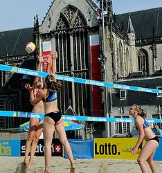 06-06-2010 VOLLEYBAL: JIBA GRAND SLAM BEACHVOLLEYBAL: AMSTERDAM<br /> In een koninklijke ambiance streden de nationale top, zowel de dames als de heren, om de eerste Grand Slam titel van het seizoen bij de Jiba Eredivisie Beach Volleyball - Marielle Kloek / Ilke Meertens vs. Lidia Bons / Bianca Gommans<br /> ©2010-WWW.FOTOHOOGENDOORN.NL