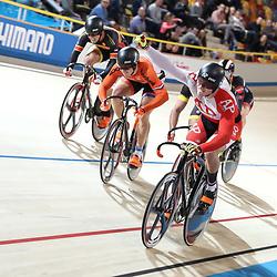 APELDOORN  (NED) wielrennen<br /> Jeffrey Hoogland was de ster van het sprinttoernooi bij de mannen dit weekeinde door na de sprinttitel ook het NK Keirin op zijn naam te brengen.<br /> Hoogland kreeg Harry Lavresen en Hugo Haak mee op het podium.
