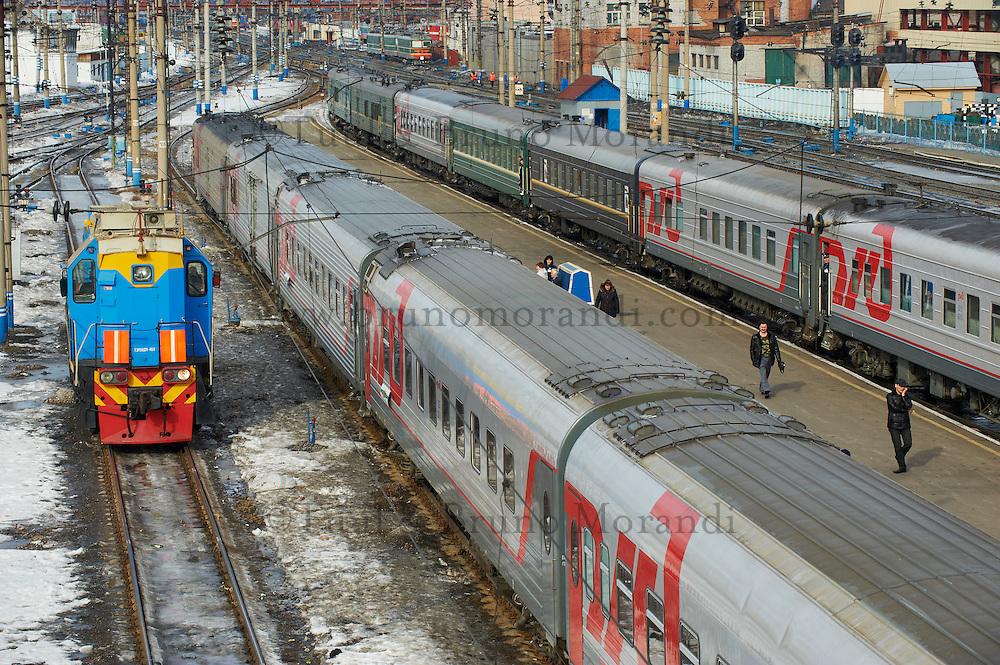 Russie, oblast de Tioumen, Tioumen, 20 minutes d'arret, gare ferroviaire, Station du transsiberien. // Russia, Tyumen oblast, Tyumen, 20 minutes stop, railway station, Trans-Siberian line.