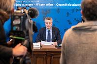 23 MAR 2020, BERLIN/GERMANY:<br /> Prof. Dr. Lothar H. Wieler, Praesident Robert-Koch-Institut, waehrend einem Pressebriefing zur aktuelle Entwicklungen des Corona-Virus, COVID-19, Hoersaal, Robert-Koch-institut<br /> IMAGE: 20200323-01-002<br /> KEYWORDS: Pandemie