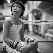 Lesley Quesada takes a breath on the boxing ring during an intense training session on Thursday November 5th at the La Habra Boxing Club in La Habra, CA. (Dotan Saguy / SSA)