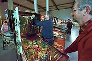 Nederland, Veenendaal, 27-11-2015Flippervereniging in een loods. Leden kunnen spelen op zestig werkende flipperkasten.FOTO: FLIP FRANSSEN/ HH