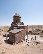 Église Saint-Grégoire de Tigrane Honents, Ani (en arménien Անի) est située dans la province turque de Kars, juste au sud de la frontière arménienne. Elle se trouve près de la ville d'Ocaklı et de l'Akhourian, un affluent de l'Araxe, qui forme la frontière entre l'Arménie et la Turquie. Aujourd'hui en ruine, la ville fut la capitale de l'Arménie vers l'an mille, et elle est d'ailleurs surnommée « Capitale de l'an mille » et la « ville aux mille et une églises ». Turquie, 2014