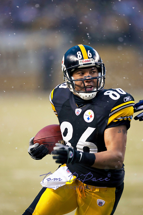 Pittsburgh Steelers Hines Ward  plays in a game against the San Diego Chargers January 11,2009<br /> <br /> (Tom DiPace)