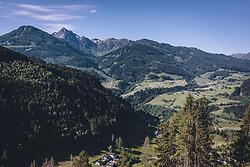 THEMENBILD - Wanderung auf die Maislsteinalm. Aussicht von der Alm Richtung Gasteiner Tal und die umliegende Bergwelt, aufgenommen am 13. Juni 2020 in Goldegg, Oesterreich // hiking tour to the Maislsteinalm in Goldegg. View from the Alm towards the Gastein valley and the surrounding mountains, Austria on 2020/06/13. EXPA Pictures © 2020, PhotoCredit: EXPA/Stefanie Oberhauser