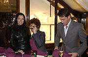 Nigella Lawson, Ruby Wax, Tim Jeffries, Charity sale of the last ever sale at Asprey and Garrard. New Bond St. London. 15/1/02© Copyright Photograph by Dafydd Jones 66 Stockwell Park Rd. London SW9 0DA Tel 020 7733 0108 www.dafjones.com