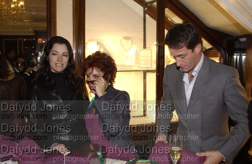 Nigella Lawson, Ruby Wax, Tim Jeffries, Charity sale of the last ever sale at Asprey and Garrard. New Bond St. London. 15/1/02© Copyright Photograph by Dafydd Jones 66 Stockwell Park Rd. London SW9 0DA Tel 020 7733 0108 www.dafjones.com