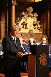 Bundespr‰sident Joachim Gauck bei seiner Rede <br /> dahinter die 21 Richter des Seegerichtshofes<br /> 20 Jahre Internationaler Seegerichtshof Hamburg<br /> Jubil‰umsfeier Festakt im Rathaus Hamburg Grosser Festsaal  / 071016<br /> <br /> ***Ceremony 20 years International Maritime Court (Internationaler Seegerichtshof) in Hamburg, Germany, October 07, 2016 ***