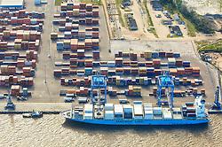Contêiners para carga e descarga no Porto de Rio Grande. FOTO: Jefferson Bernardes/Preview.com