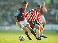 Aston Villa's Lee Hendrie and Southampton's Matt Oakley