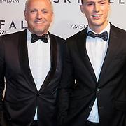 NLD/Amsterdam/20121028 - Inloop premiere nieuwe James Bond film Skyfall , Gordon Heuckenroth en vriend ?..