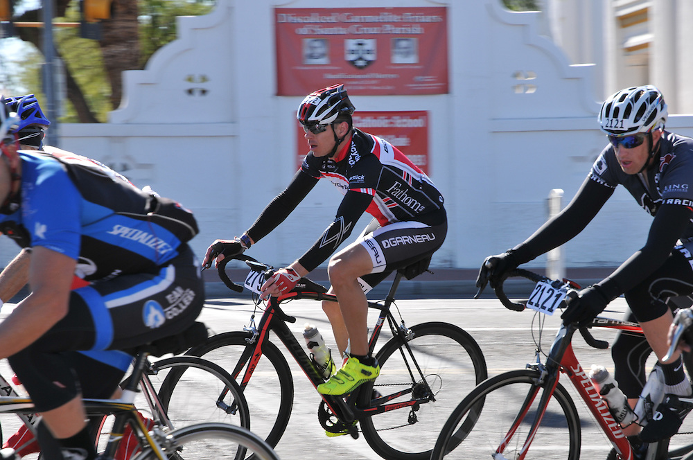 El Tour de Tucson 2014 finishers rounding the race's final corner at 22nd Street and 6th Avenue. Bike-tography by Martha Retallick.