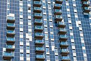 Nederland, Amsterdam, 20180628<br /> Flatgebouw waarvan de gevel geheel bekleed is met zonnepanelen.<br /> <br /> Foto: (c)Michiel Wijnbergh