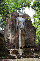 Wat Phra Si Iriyabot or Ariyabot iis made up of four walls of laterite material with a mondop structure which once housed Buddha statues in four different postures: walking, sitting, standing and reclining in the Sukhothai style. Only the standing Buddha posture remains, the others being in ruins.