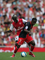 Photo: Lee Earle.<br /> Arsenal v Paris Saint-Germain. The Emirates Cup. 28/07/2007.Arsenal's Bacary Sagna(L) battles with Peguy Luyindula.