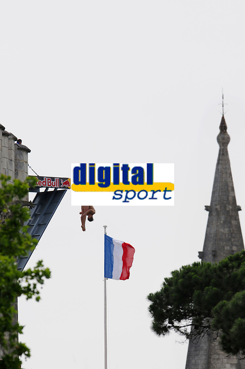 DIVING - RED BULL CLIFF DIVING 2011 - LA ROCHELLE (FRA) - 16 TO 18/06/2011 - PHOTO : VINCENT CURUTCHET / DARK FRAME / DPPI - GARY HUNT (GBR)