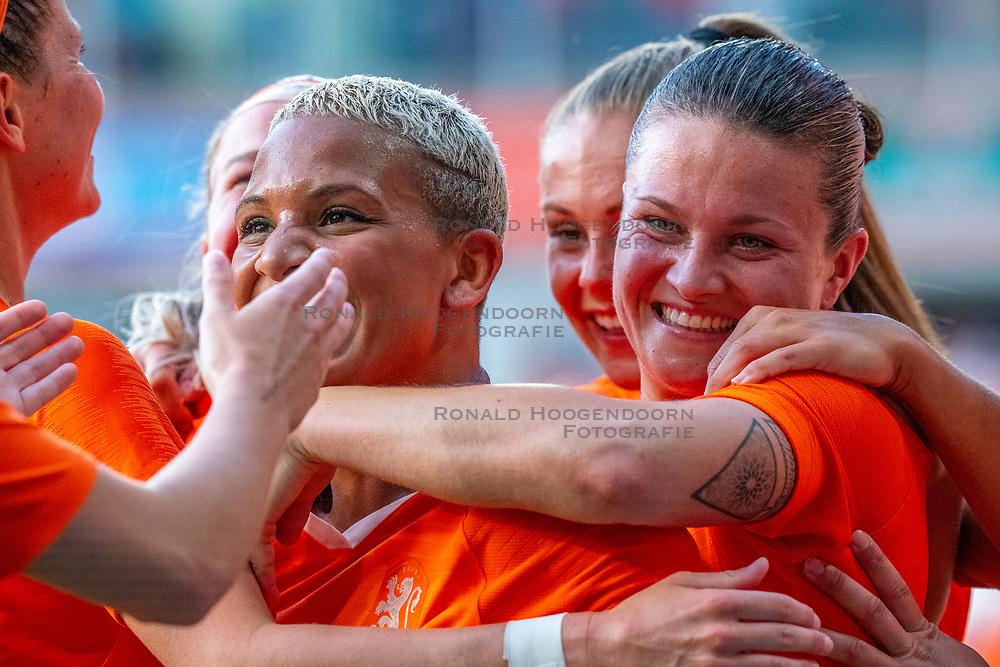 01-06-2019 NED: Netherlands - Australia, Eindhoven<br /> <br /> Friendly match in Philips stadion Eindhoven. Netherlands win 3-0 / Shanice van de Sanden #7 of The Netherlands score 3-0, Sherida Spitse #16 of The Netherlands, Lieke Martens #11 of The Netherlands