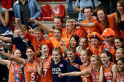 28-09-2014 ITA: World Championship Volleyball Mexico - Nederland, Verona<br /> Nederland wint met 3-0 van Mexico / Oranje support publiek vieren een feestje met de speelsters