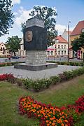 Kętrzyn, 2009-08-09. Pomnik Wojciecha Kętrzyńskiego w Kętrzynie