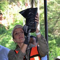 METEPEC, Mexico.-  Alice Oriani de Rivero, titular del Consejo Municipal de Protección a la Biodiversidad y Desarrollo Sostenible, durante la jornada de reforestación del cerro de los magueyes. Agencia MVT. José Hernández.  (DIGITAL)