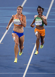 17-08-2016 BRA: Olympic Games day 12, Rio de Janeiro<br /> Goud Elaine Thompson, zilver voor Dafne Schippers. Schippers moet op de 200 meter haar meerdere erkennen in de Jamaicaanse . Vallend komt Schippers over de meet.
