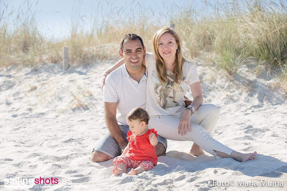 9 de julio de 2016, Reportaje infantil en exteriores de Anaïse en la Playa del Bao tras cumplir los 9 meses con sus padres Eliane y Hélder.