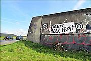 Nederland, Snelweg A59, 29-9-2015Langs de weg tussen Eindhoven en Uden hebben tegenstanders van vluchtelingenopvang en immigranten uit vreemde landen een protestleus aangebracht met de tekst Eigen Volk Eerst. De affiches zijn van de groepering Zwartfront en hebben de tekst Nederland Ontwwaak.FOTO: FLIP FRANSSEN