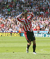 Photo: Mark Stephenson.<br /> Sheffield United v Watford. The Barclays Premiership. 28/04/2007.Sheffield's Keith Gillespie misses a chance