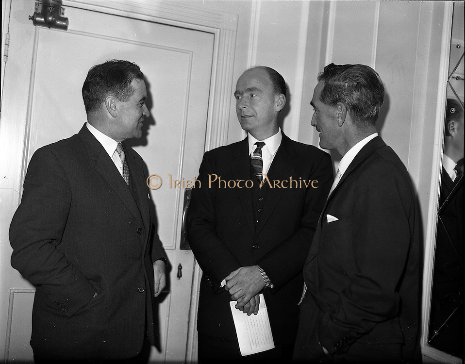 03/11/1961<br /> 11/03/1961<br /> 03 November 1961<br /> David Brown tractors Press Conference for presentation of prize in Tractor Maintenance competition at the Gresham Hotel, Dublin. Minister for Education Patrick Hillery is centre.