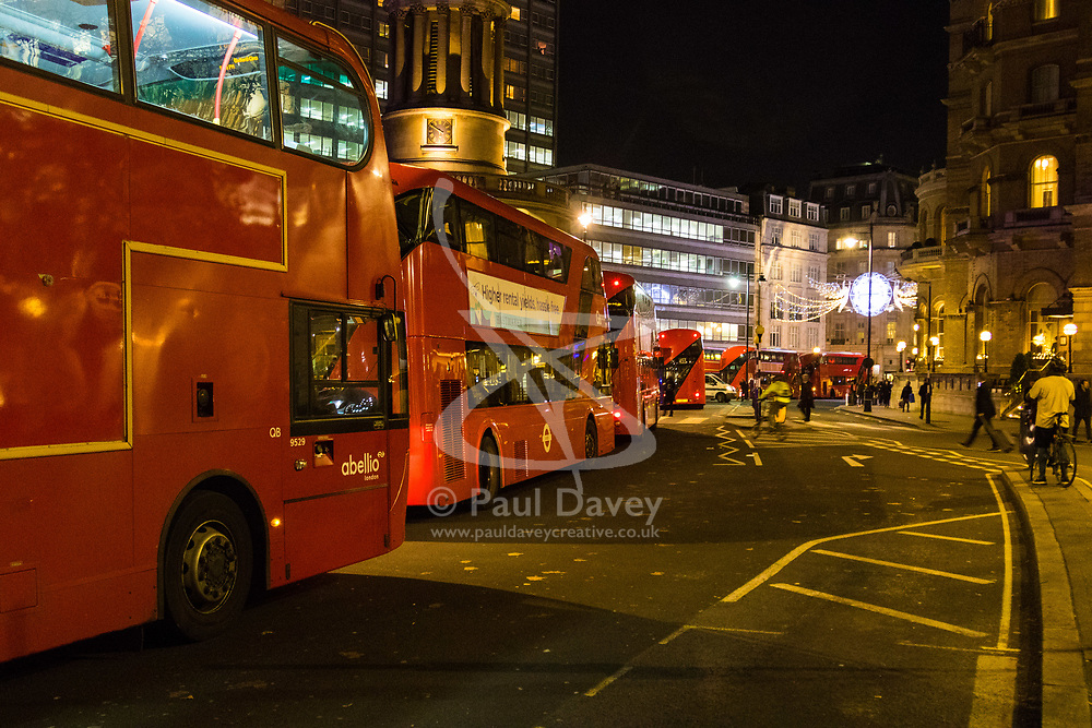 London, November 24 2017. Oxford Circus is sealed off after reports of an incident, creating havoc for traffic and underground commuters during Friday's rush hour, with police eventually standing down. Social media reports mentioned shots fired although this appears now not to be the case PICTURED: Buses queue as traffic around Oxford Circus becomes logjammed due to police cordons. © Paul Davey