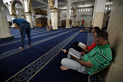 June 4, 2017 - Algiers, Algeria - An Algerian Muslim reads the Koran in a mosque in Boufarik, Algeria, on 04/06/2017. The tenth day of the holy Muslim month of Ramadan of the year Hijri From 1438. (Credit Image: © Billal Bensalem/NurPhoto via ZUMA Press)