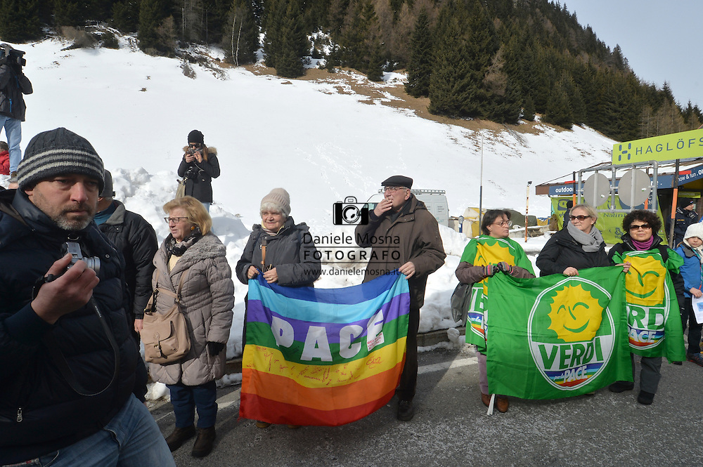 MANIFESTAZIONE AL PASSO DEL BRENNERO CONTRO LA FRONTIERA PATTO DI SCHENCK, BRENNERO 20 FEBBRAIO 2016 © foto Daniele Mosna